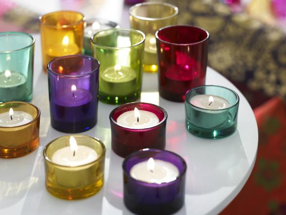 A négy vasárnapot magában foglaló ünnep a Szent András napjához legközelebb első vasárnapon kezdődik és december 24-éig tart.