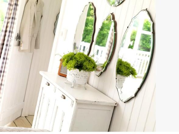 A lakberendezésben fontos szerepe van a tükrök hangulatos elhelyezésének. Íme néhány példa formára és méretre!